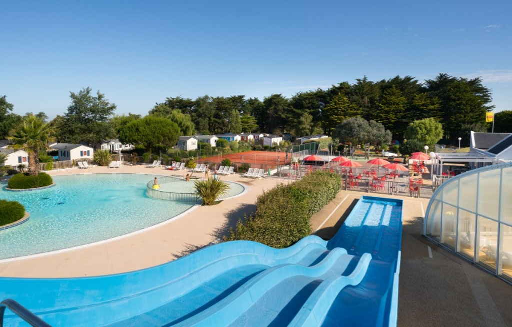 Camping en bretagne sud avec piscine et toboggan village la plage for Camping a marseillan plage avec piscine